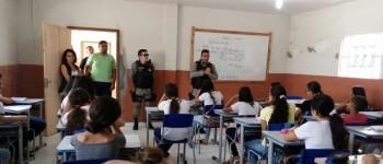 Policiais fazem visita a Escola São Sebastião